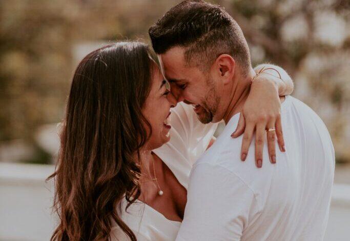 hombre y mujer abrazados Pueden los mejores amigos ser novios